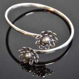 Zilveren spang armband Bloem