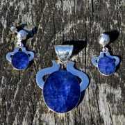 Lapis lazuli hanger met oorbellen